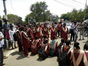 Neet Protest Nungambakkam High Road Smashed School Students