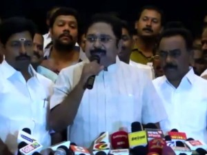 Ttv Dinakaran Discussing With His Supporters His Besant Nagar House