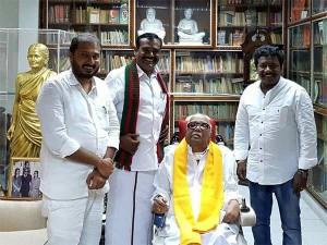 Aiadmk Supporting Mlas Meet M Karunanidhi