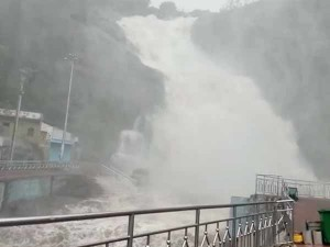 Kutralam Falls Flooded With Rain Waters So Tourists