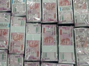 Ttv Dinakaran Supporter Arrested Rk Nagar Cash Bribing Voters