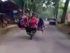 Funny Videos Roaming On Internet About Bus Ticket Price