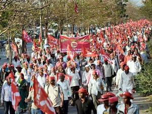 After 140 Hours Walking Maharashtra Farmers Rally Arrive Mumbai