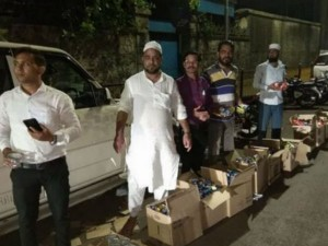 Muslim Brothers Wait With Water Food Distributing Farmers