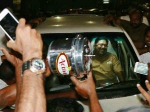 Delhi High Court Orders Ec Allocate Cooker Symbol Ttv Dinakaran