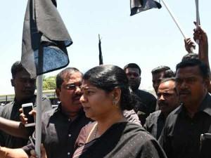 Kanimozhi Slams Tn Government Welcoming Pm Modi With Green Shawls