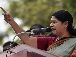 Kanimozhi Condemns Police Attacking Youth Who Has Not Wore Helmet