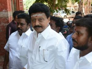 Sasikala Sends Legal Notice Divakaran
