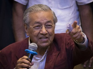 Mahathir Mohamad Sworns As Malaiyaisa S Seventh Pm Live Updates