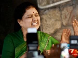 Why Sasikala Send Notices Divakaran