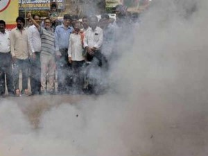 People From Tuticorin Burst Crackers After Sterlite Gets Sea