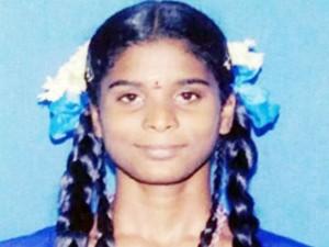 Pradeepa Body Hand Over Her Parents