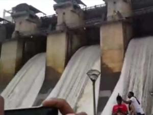 Two Friends Dead Cauvery River At Karanataka Selfie Craze