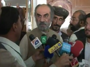 Pakistan Former Cm Nawab Raisani Trolls Journalists With His No Comment Comment