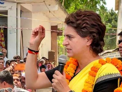 வாரணாசியில் பிரியங்கா காந்திக்கு எதிராக கோஷமிட்ட பாஜகவினர் மீது தடியடி