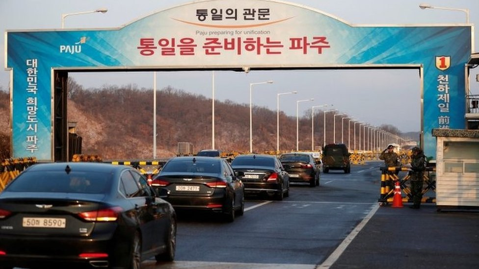 Vehicles with South Korea's delegation drive past a checkpoint on the Grand Unification Bridge that leads to the truce village of Panmunjom. Photo: 9 January 2018