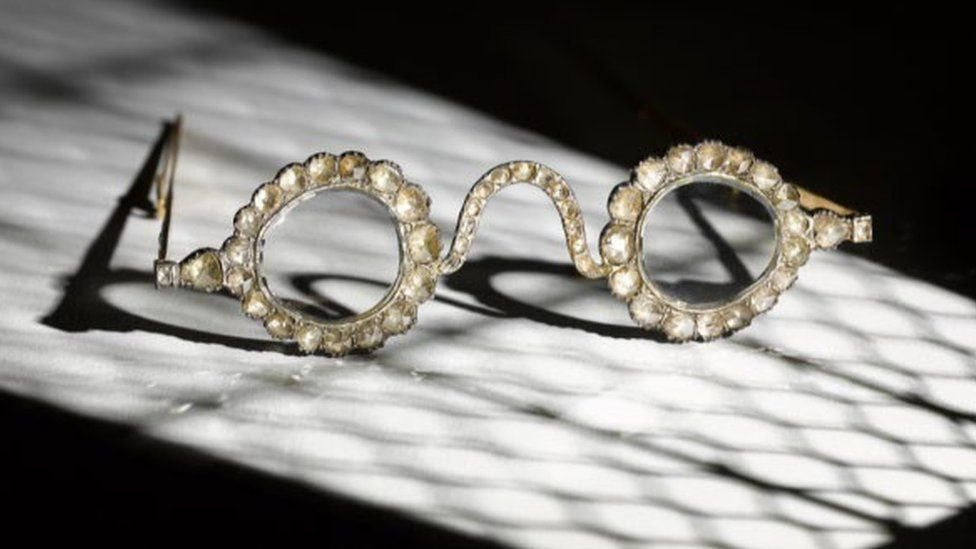 Rare Mughal era eyeglasses to be auctioned by Sothebys